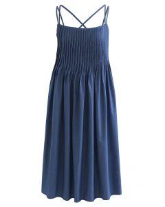 Cami-Kleid mit gekreuztem Rücken und Biesen vorne in Blau