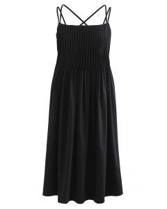 Cami-Kleid mit gekreuztem Rücken und Biesen in Schwarz