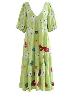 Grünes Dolly-Kleid mit tiefem V-Ausschnitt und Petal-Stickerei