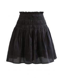 Schimmernde, ausgestellte Shorts mit hoher Taille in Schwarz