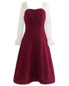 Gespleißtes, paillettenbesetztes Kleid mit herzförmigem Netzstoff