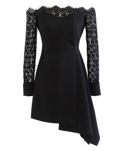 Schulterfreies, asymmetrisches ausgestelltes Kleid mit Spitzenärmeln