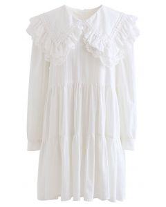Besticktes Mini-Dolly-Kleid mit Peter Pan-Kragen in Weiß
