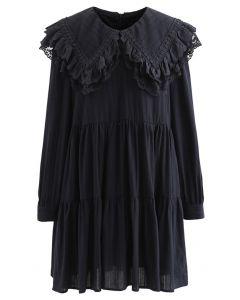 Besticktes Mini-Dolly-Kleid mit Peter Pan-Kragen in Schwarz