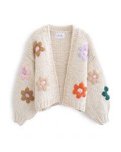 Stitch Flowers – Handgestrickte Grobstrickjacke in Creme