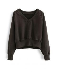 Übergroßes Crop-Sweatshirt aus Baumwolle mit V-Ausschnitt in Braun