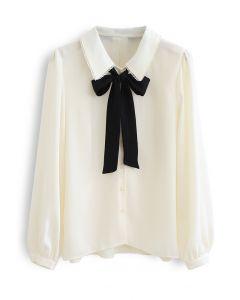 Geknöpftes Hemd mit Schleife und Spitze