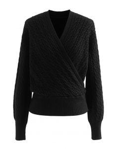 Kurzer Pullover mit Zopfmuster in Wickeloptik in Schwarz