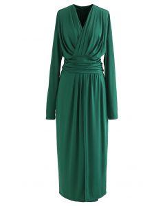 Gerafftes Wickelkleid mit V-Ausschnitt und Schlitz in Grün