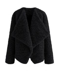 Mantel aus Kunstpelz mit breitem Revers in Schwarz