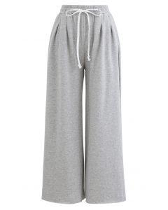 Kurz geschnittene Kordelzughose mit weitem Bein in Grau