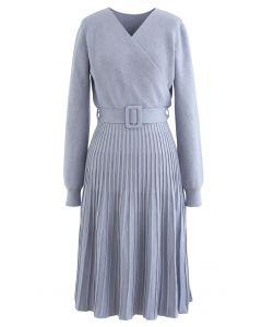 Belted Wrap Rib Knit Midi-Kleid in Dusty Blue