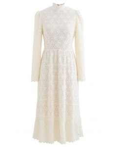 Fuzzy Full Floret Lace Mock Neck Kleid in Creme