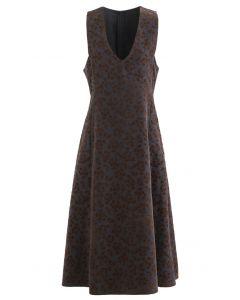 Geprägtes ärmelloses Kleid mit Floret-V-Ausschnitt in Rauch