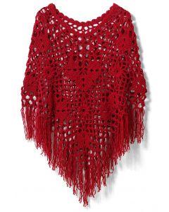 Delicado poncho tejido a mano en rojo