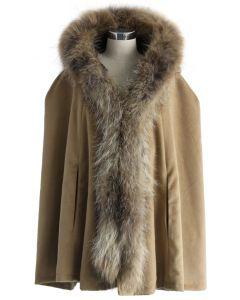 Luxuriöser Mantel mit Kapuze aus kakifarbenem Kunstpelz