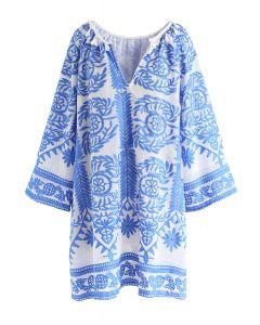 Berühre das himmelblaue bestickte Kleid