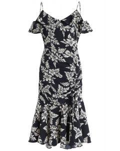 Cocktails Night - Figurbetontes Kleid mit Blumenmuster in Schwarz