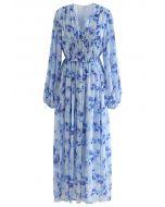 Zartes, gerafftes Maxikleid mit Blumenmuster in Blau